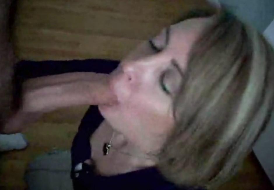 почему вот смотреть порно красивых девчонок в одном лифте кажется где-то уже