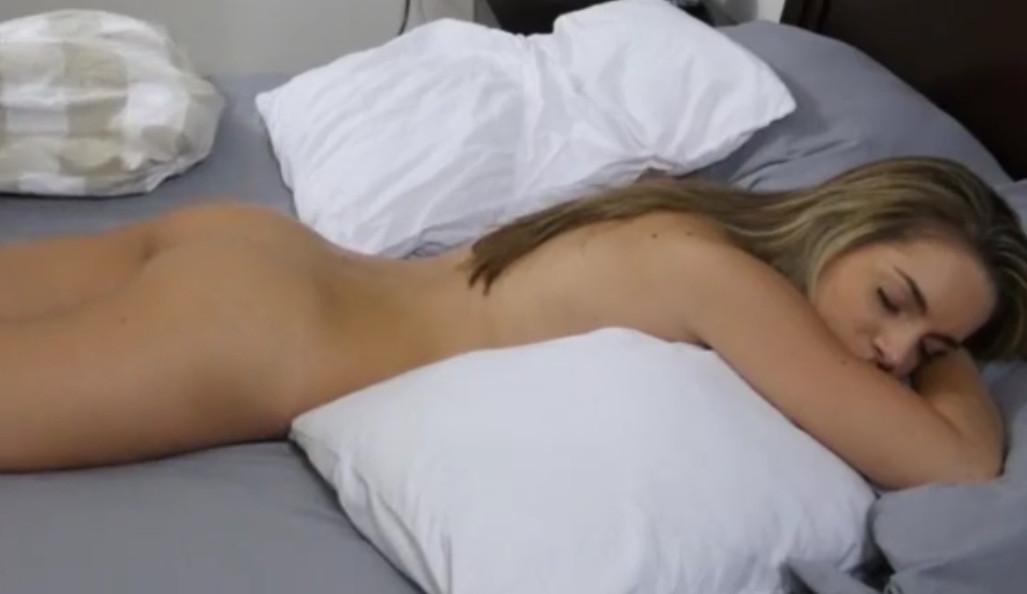 Порно Брат Подошел Спящей Сестры