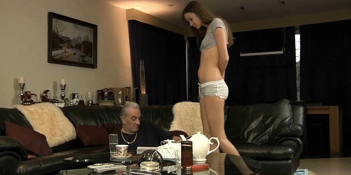 что видео голые и красивые женщины Анука!